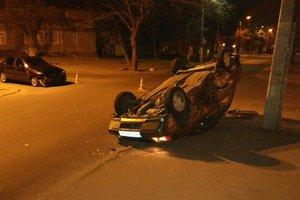 В Одессе в результате ДТП перевернулся автомобиль