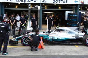 Хэмилтон выиграл квалификацию Гран-при Австралии, Риккардо попал в аварию