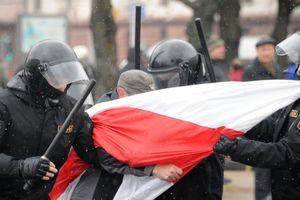 В Минске ОМОН отлавливает участников митинга оппозиции