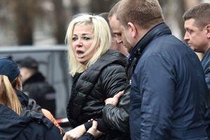 """""""Я тебе благодарна за каждую секунду"""", – вдова на могиле мужа Вороненкова"""
