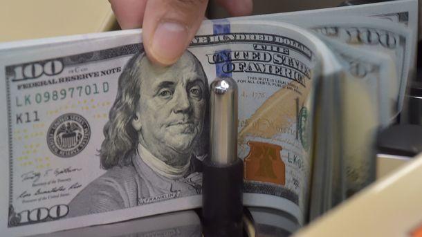 Начерном рынке курс доллара все еще снижается