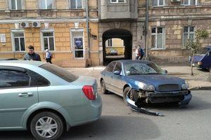 ДТП в центре Одессы парализовало движение троллейбуса