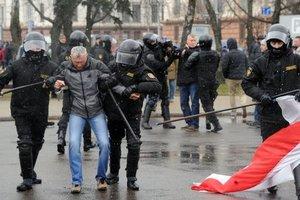 На акциях протеста в Беларуси задержали украинца