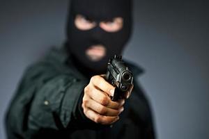 Опасную банду поймали в Кривом Роге: у преступников нашли арсенал с автоматами и винтовками