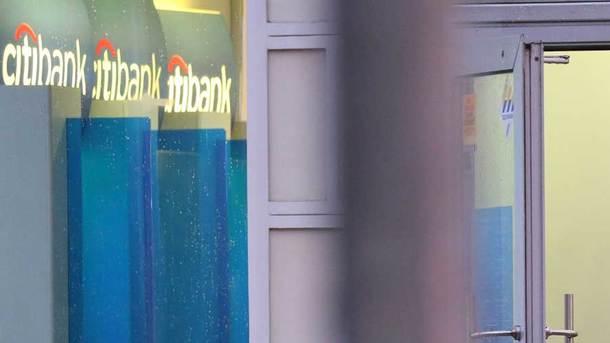 Активисты Нацкорпуса разблокировали центральный кабинет Сбербанка после объявления опродаже