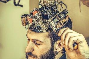 Илон Маск задумал напрямую подключить человеческий мозг к компьютеру