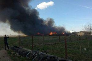 Gewaltiges Feuer in Kalusch: die Explosionen, die in den Himmel stieg eine schwarze Rauchsäule