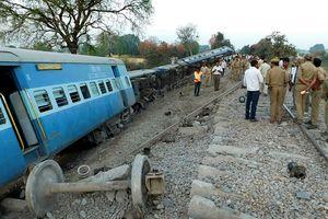 Трагедия в Индии: поезд сошел с рельсов
