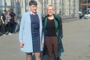 Savchenko dans une nouvelle façon de promenade le long de la ville de Berlin