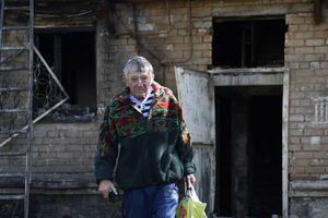 """Жители Донецка: """"Мы думали что достигли дна, но снизу постучали"""""""