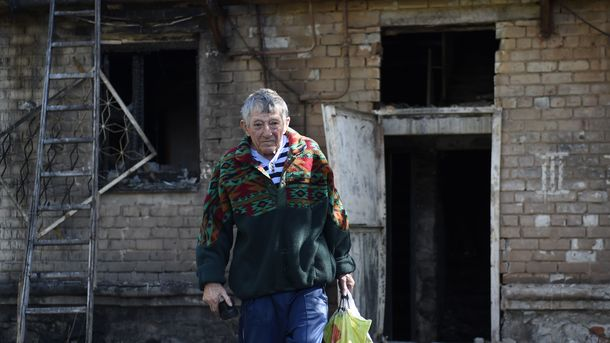 Житель Донецка. Фото: AFP