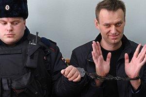 """""""Нет времени сидеть"""": Московский суд оставил Навального под арестом"""