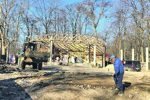В парке Рыльского в Киеве восстанавливают летнюю эстраду