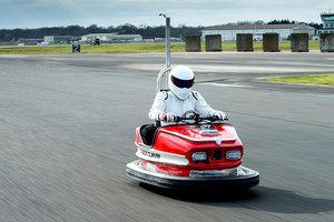Известный гонщик установил рекорд скорости на аттракционном автомобиле