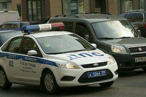 В Москве полуголого мужчину задержали за танец на крыше полицейской машины