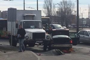 В Киеве произошло смертельное ДТП с грузовиком и тремя иномарками