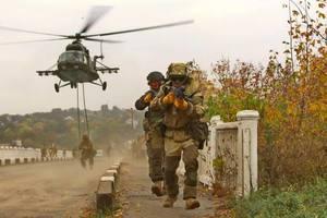 Порошенко увеличил выплаты украинским военным на передовой