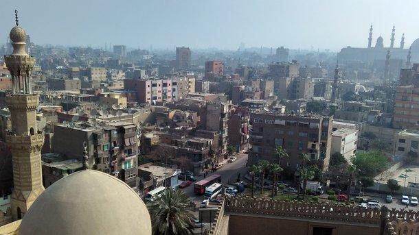 Исламские кварталы. Минареты древних мечетей и стены цитадели прячет постоянный смог