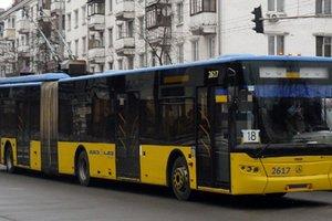 """Как будут ходить троллейбусы и автобусы в связи с """"Французской весной"""" в Киеве"""