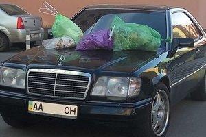 Киевляне наказали автомобилиста, припарковавшегося на тротуаре