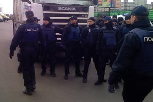 Стройка бензоколонки на Ревуцкого – сегодня с драками. Полиция не с народом