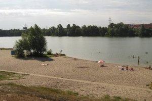 Киевские пляжи начали готовить к отдыху