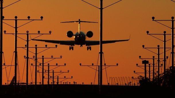 Украина выставит счет российской авиакомпании за полеты в Крым – Луценко