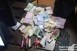 В Тернополе у женщины из рук вырвали пять тысяч долларов