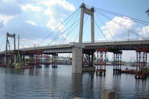 В Киеве подросток упал с моста