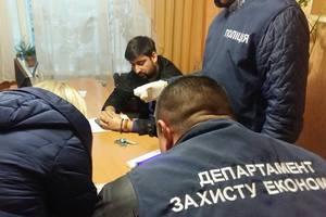 В Черниговской области на взятке поймали борца с коррупцией