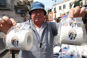 """В Неаполе продают туалетную бумагу с изображением бывшего футболиста """"Наполи"""""""
