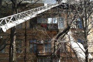 Мощный пожар в Одессе: из горящего дома спасли пенсионерку и собак