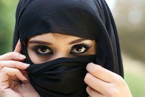 В Италии за отказ носить хиджаб мать обрила дочь наголо