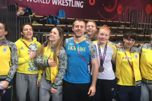 Украинские борчихи исполнили гимн после победы на чемпионате Европы