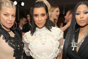 Ким Кардашьян в откровенном наряде затмила Ферги и Ники Минаж