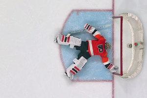 Потерявший сознание вратарь команды НХЛ выписан из больницы