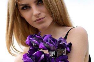 Одесситка создает невероятные цветы из шелка, которые хранятся столетиями