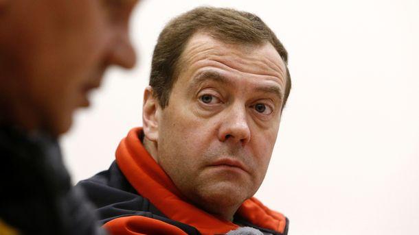 Медведев прокомментировал публикации против него иего знакомых