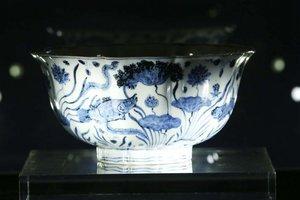 600-летнюю фарфоровую чашу продали на аукционе за 30 миллионов долларов