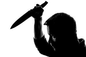 В Запорожье муж едва не убил жену на глазах у маленьких детей