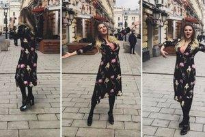 Сексуальная Анна Семенович в прозрачном боди оголила ягодицы ради фотосессии