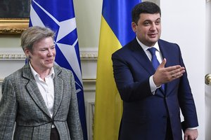 Украина надеется на новый уровень сотрудничества с НАТО – Гройсман