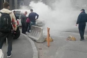 В Киеве на Почтовой площади вспыхнула иномарка