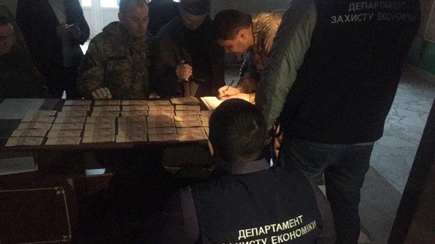Бойца Семенченко задержали при попытке дать взятку прокурору иследователю