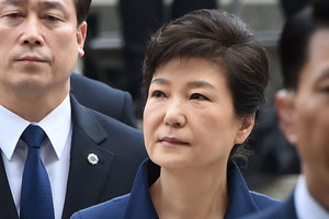Экс-президента Южной Кореи  допросили в СИЗО