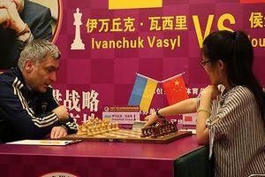 Василий Иванчук обыграл Хоу Ифань в товарищеском матче