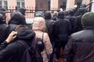 """""""Азов"""" сорвал проведение диктанта по русскому языку в Киеве"""