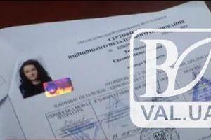 Участница скандальной драки подростков в Чернигове забрала документы из университета - СМИ