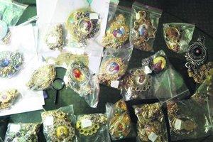 В Киеве экс-священник  пытался продать вещи митрополита Владимира