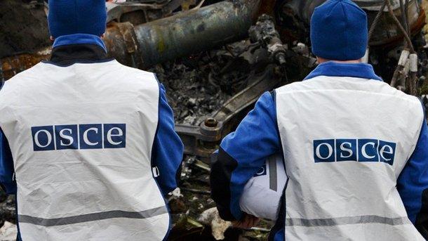 Довелось бежать: патруль ОБСЕ испугался взрывов около КПВВ «Майорск»